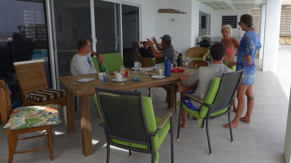 Bonaire-Grill-und-Perseiden-gemuetliche-Terrasse