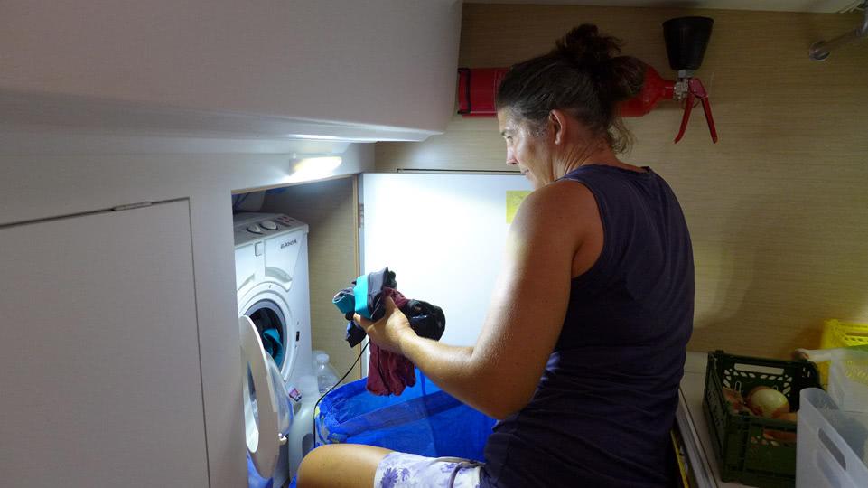 bonaire-dienstag-waschmaschine-fuellen