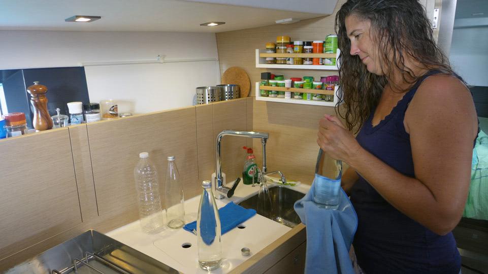 bonaire-dienstag-wasserflaschen-fuellen
