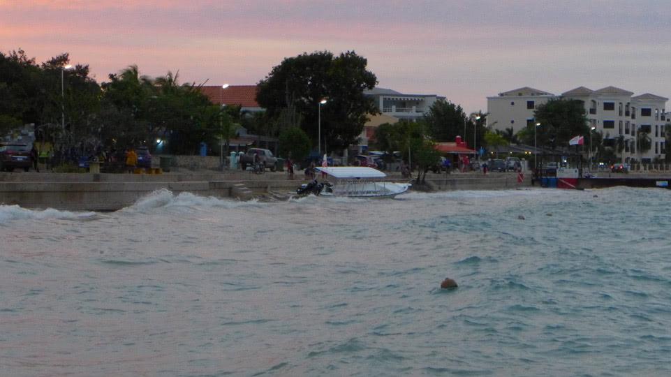 bonaire-hurrikan-saison-tauchboot-gestrandet