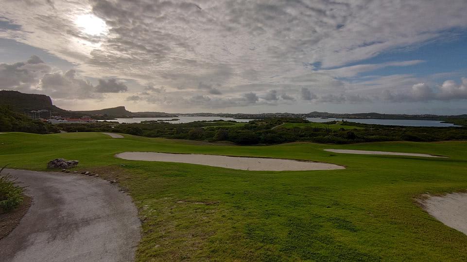 curacao-maerz-spaziergang-golfplatz