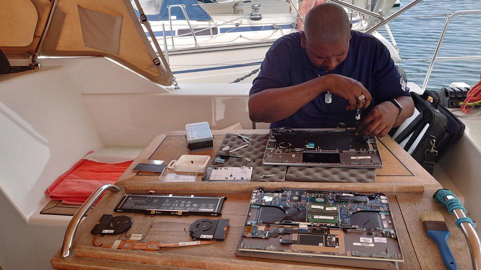 curaccao-april-laptop-reparatur