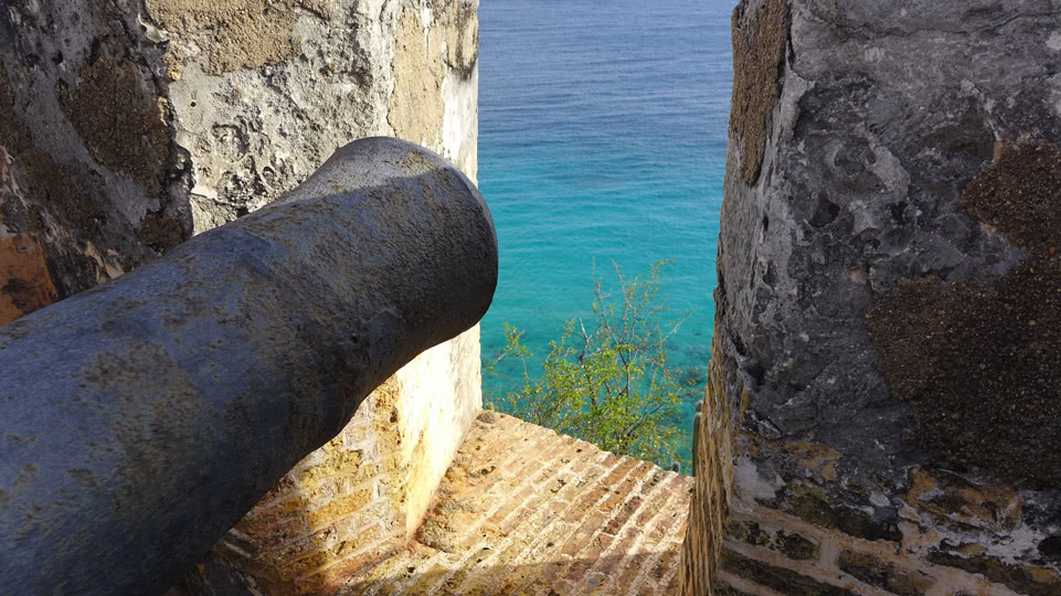 curaccao-mai-fort-kanone-meer