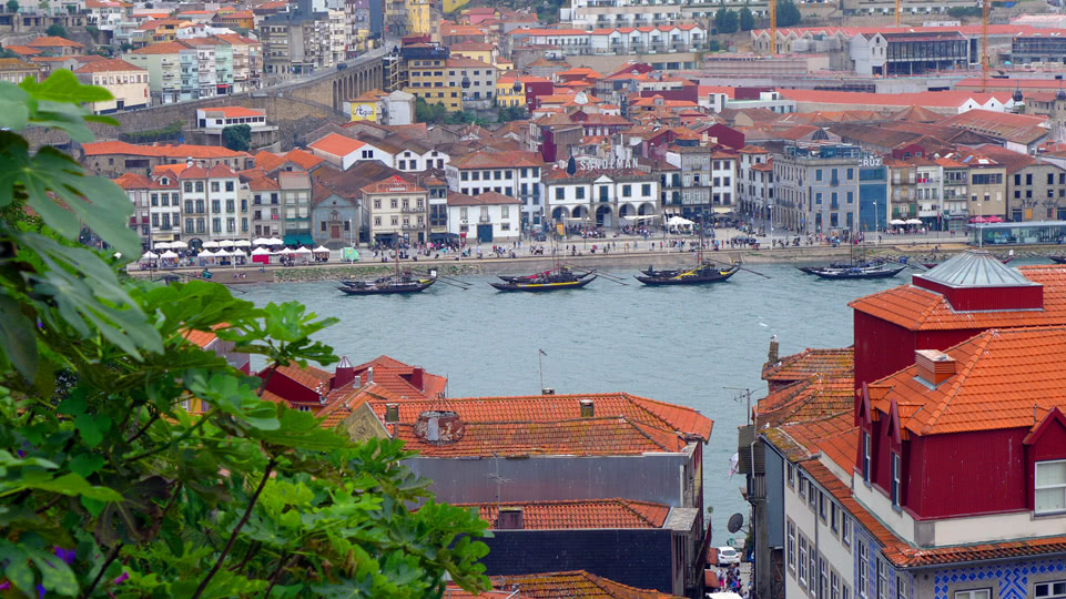 leixoes-porto-traditionelle-schiffe-am-douro