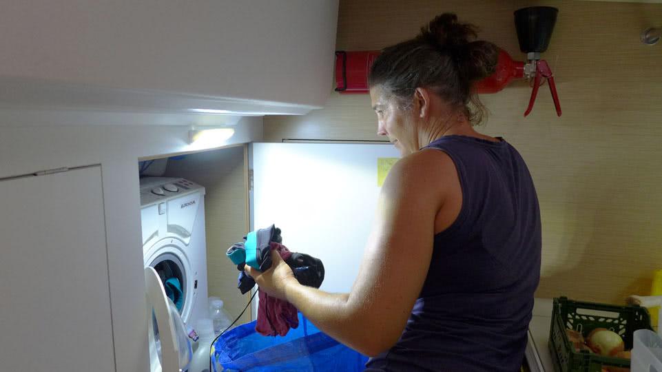 waschen-waschmaschine-fuellen